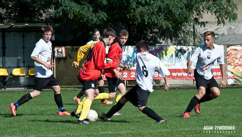 mecz juniorzy młodsi UKS CZARNI ŻAGAŃ-TERAPIA BÓBR BOBROWICE 1-1