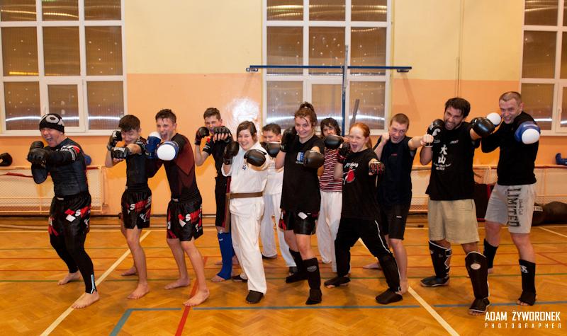 """Trening Oyama Karate i Thai Kickboxing-WKS ,,Sobieski"""" gr.młodz. i dorosła Sensei Artur Niezgoda"""