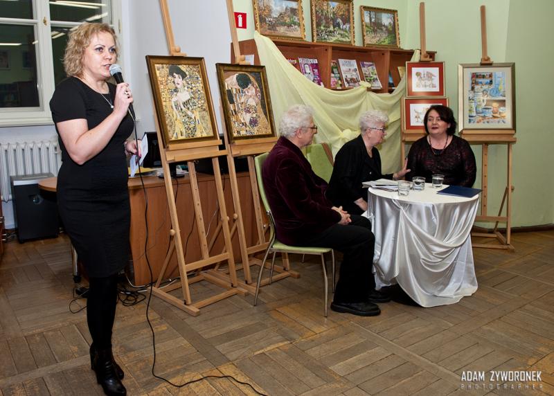Miejska Biblioteka Publiczna w Żaganiu Obrazy haftowane i grafika
