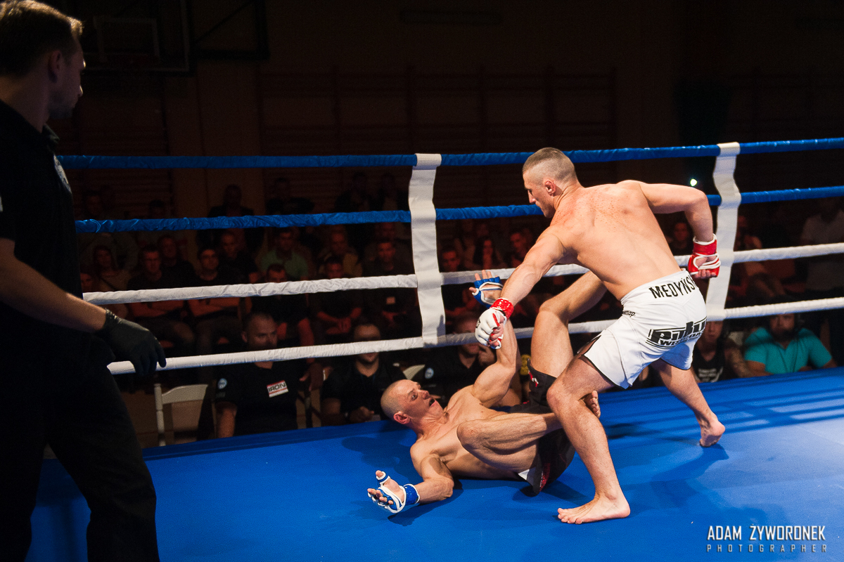 "WFMC PRO FIGHT MMA MARIUSZ DOMIN ""Fighter"" Nowa Sól vs ARKADIUSZ MEDYŃSKI ""Malinowski- Team"" Żagań"