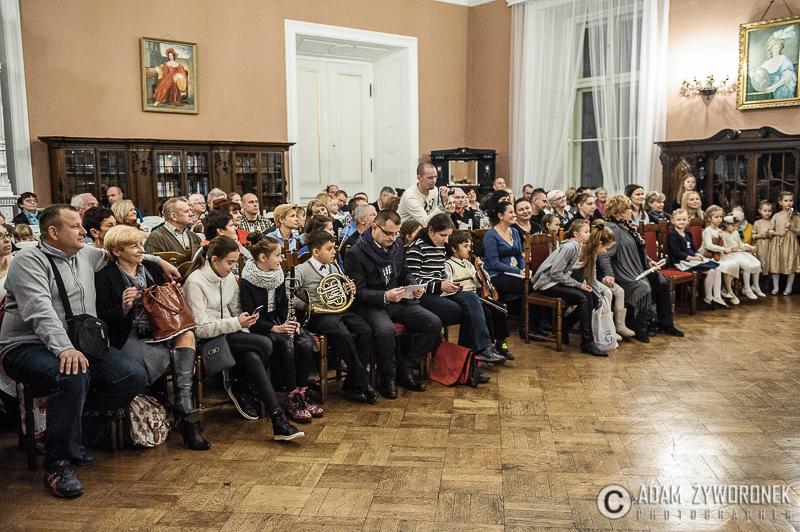 Koncert klas I PSM w Żaganiu.  Pokaz slajdów    Udostępnianie    Dodaj zdjęcia   Czynności     Organizuj
