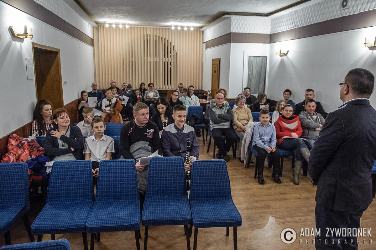 Koncert zespołów kameralnych prowadzony przez mgr Karolinę Czernisz – Tuz.