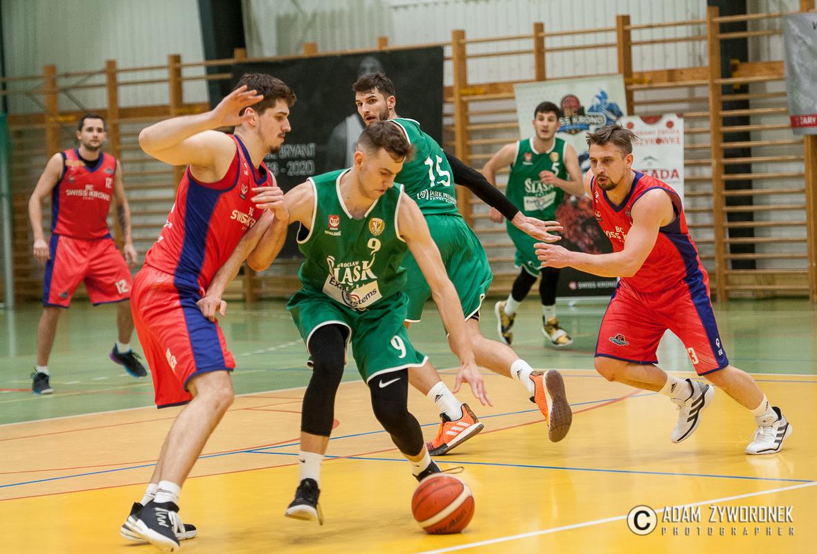 Basket Club Swiss Krono Żaryprzegrał po dogrywce z liderem tabeli – Śląskiem Wrocław 77:85.
